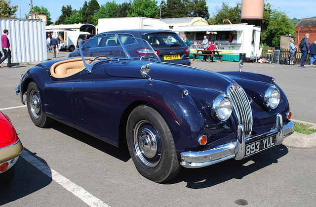 Jaguar XK140 OTS (Copyright by Hugh Ilewelyn)